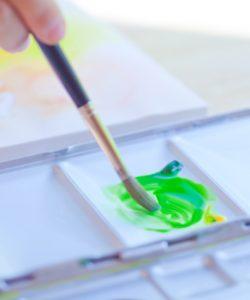 フォトグラファー松岡伸一が水彩画家青木美和さんのアトリエに出張して作画の様子を撮影した写真