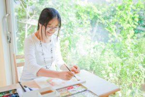 プロカメラマンが水彩画家青木美和さんのアトリエに出張して作画の様子を撮影した写真