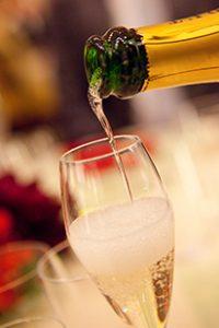 松岡伸一が撮影したシャンパンを注ぐ瞬間の写真
