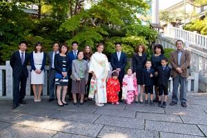 プロカメラマンが横浜の伊勢山皇大神宮に出張して撮影した七五三記念の家族の集合写真