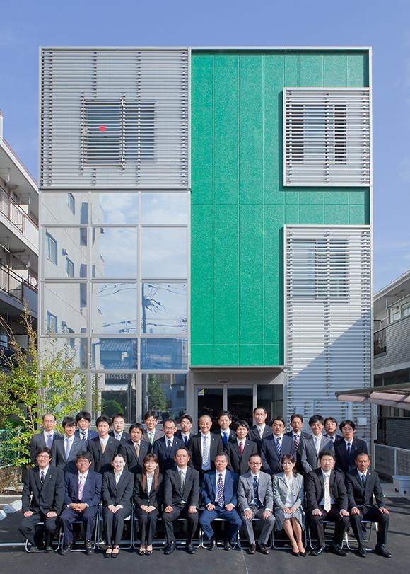 プロカメラマンが横浜の企業に出張して撮影した集合写真