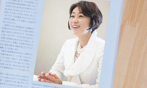 横浜のプロカメラマンが撮影した女性キャスターのインタビュー写真