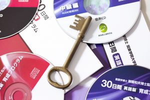 学習教材と鍵の商品写真