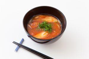 出張カメラマンが東京のキッチンスタジオで撮影した味噌汁の料理写真