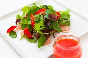 出張フォトグラファーが東京のキッチンスタジオで撮影したトマトドレッシングの料理写真