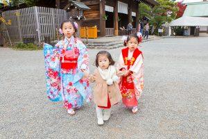 松岡伸一が撮影したあいちゃんももちゃんはなちゃんのトリプル七五三写真