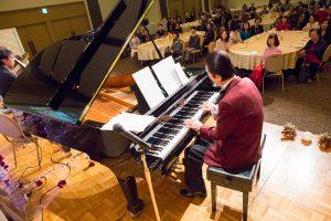 イベントでのジャズ演奏の写真