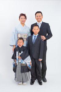 七五三記念の家族写真