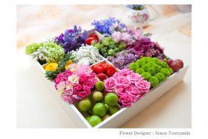 松岡伸一が撮影したボックスに花をあしらったフラワーアレンジメントの写真