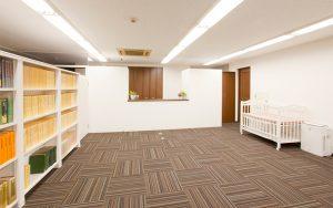 プロカメラマンが撮影した横浜の鍼灸院のロビーの写真