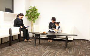 松岡伸一が撮影した横浜の鍼灸院の待合室の写真
